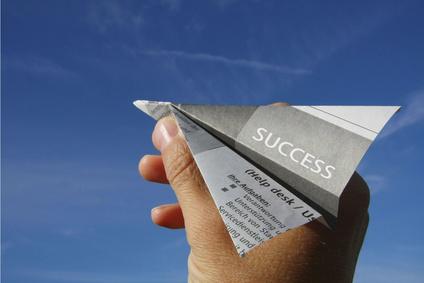 """Papierflieger mit """"Success-Aufschrift"""""""