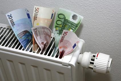 Geldscheine in einer Heizung