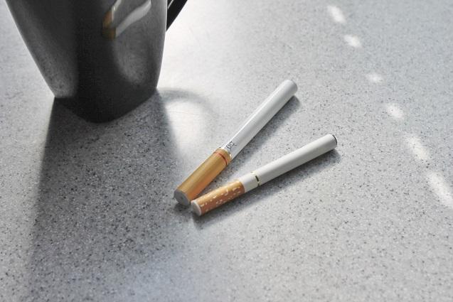 elektronische und echte Zigarette